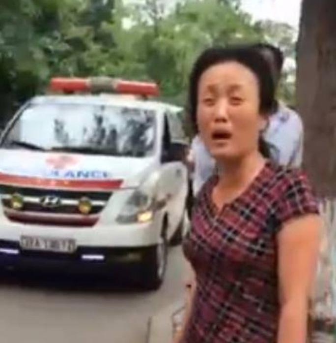 Lãnh đạo BV Nhi Trung ương xin lỗi người nhà bệnh nhân vì bảo vệ chặn xe cứu thương chở bệnh nhi