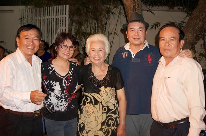 Vợ chồng NS Minh Tâm, Tài Lương vui mừng gặp lại các đồng nghiệp