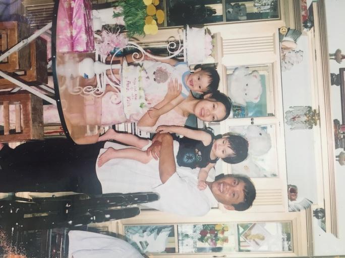 Gia đình hạnh phúc một thời của chị Hoa Trinh