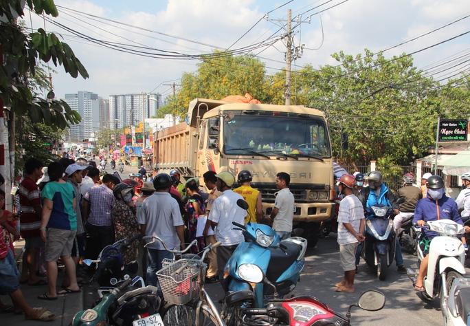 Nhiều người không khỏi đau lòng khi chứng kiến vụ tai nạn