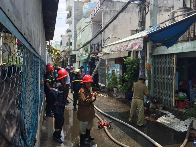 Lực lượng PCCC có mặt dập lửa