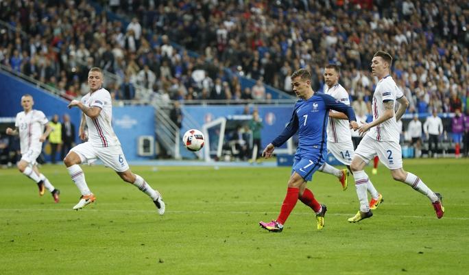 Khi hiệp 1 còn chưa kịp kết thúc thì Griezmann đã nâng tỉ số trận đấu thành 4-0 với pha dứt điểm rất đẹp mắt