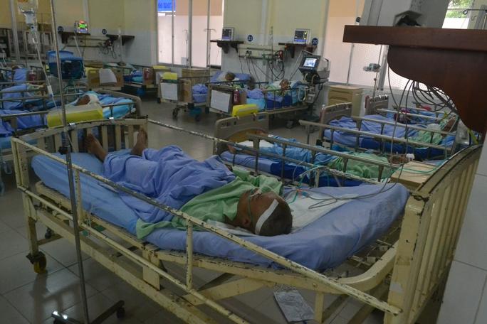 Anh Khoa đang được cấp cứu tại Bệnh viện đa khoa Lâm Đồng