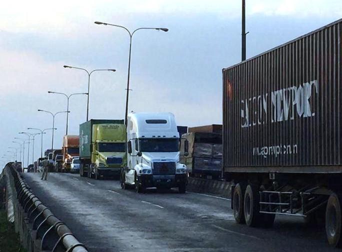 Thời điểm xảy ra vụ tai nạn, các loại xe lưu thông khá dày trên Quốc lộ 1