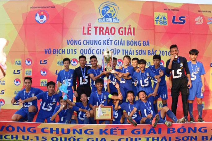 Đội U15 HAGL trong lễ nhận cúp vô địchẢnh: Hàn Phong