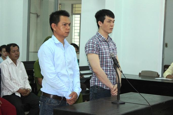 Nguyên hai công an viên xã Vạn Long là Tâm (trái)và Phát