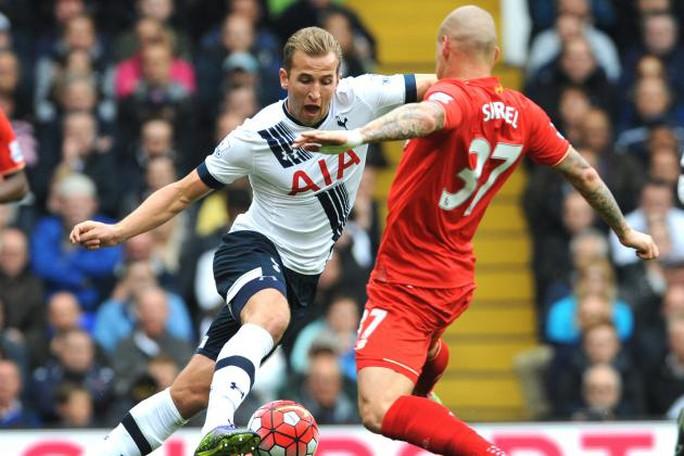 Harry Kane của Tottenham (trái) sẽ ghi ghi bàn dầu tiên ở mùa này trong trận tiếp Liverpool?