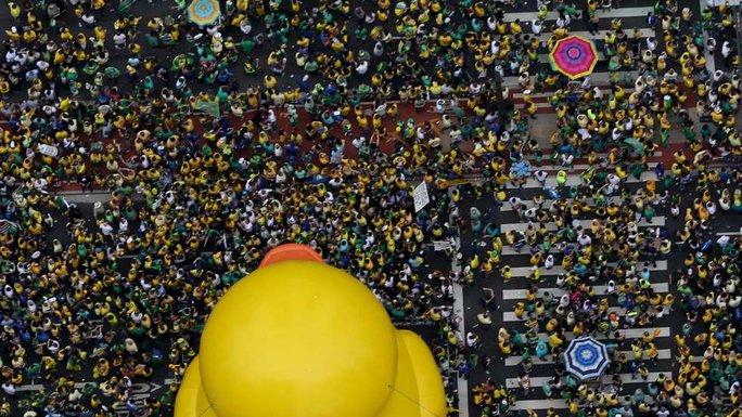Khoảng 3 triệu người xuống đường ở 200 thành phố trong ngày 13-3. Ảnh: Reuters