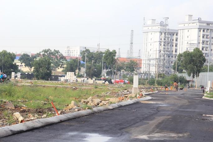 Một số chủ đầu tư đã mua đất và san lấp, sau đó phân lô bán nền trong vùng quy hoạch khu dân cư Tam Bình 2