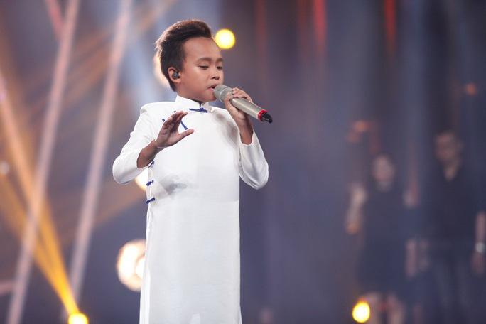 Cậu bé Hồ Văn Cường