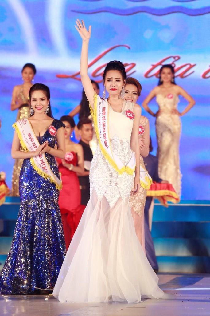 Phạm Thuỳ Trang đăng quang Hoa hậu Biển 2016 đúng như đồn thổi dù phần trả lời ứng xử của cô không trôi chảy
