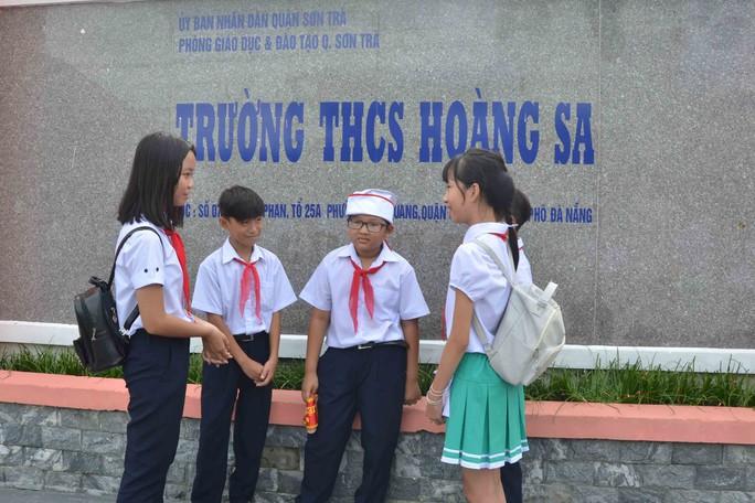 Trường THCS Hoàng Sa nằm ở phường Thọ Quang, quận Sơn Trà, TP Đà Nẵng là nơi học tập của con em ngư dân, hải quân...