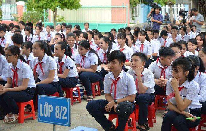Học sinh trường tự hào khi ngồi dưới mái trường mang tên quần đảo Hoàng Sa của Tổ quốc