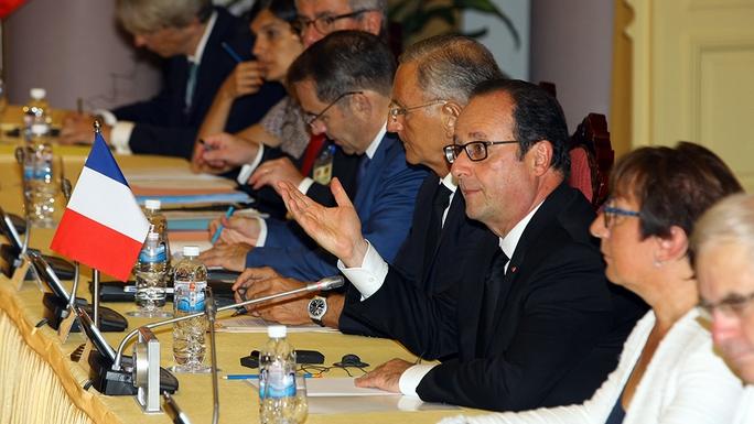 Tổng thống Pháp Francois Hollande trong cuộc hội đàm với Chủ tịch nước Trần Đại Quang
