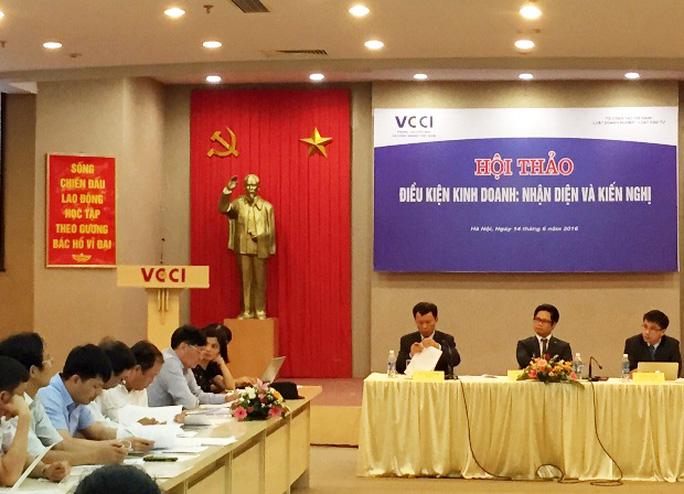 Ông Vũ Tiến Lộc (ngồi giữa hàng đầu): Các bộ ngành dường như bận đi khai trương, động thổ nên chậm trể việc rà soát điều kiện kinh doanh