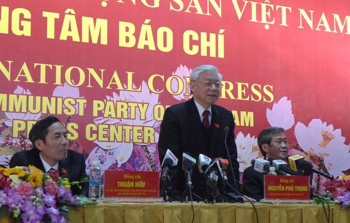 Tổng Bí thư Nguyễn Phú Trọng chủ trì buổi họp báo về Đại hội XII sáng 28-1