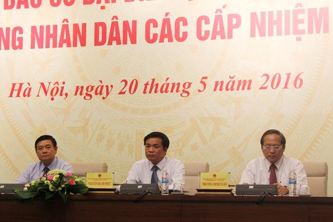 Các ông Trần Văn Tuý, Nguyễn Hạnh Phúc, Trương Minh Tuấn (từ trái qua) chủ trì cuộc họp báo - Ảnh: Văn Duẩn