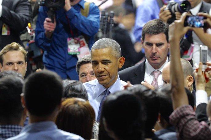Sau hơn 1 giờ, Tổng thống Obama rời cuộc gặp gỡ ra sân bay
