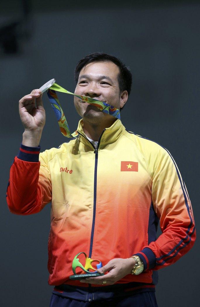 2 huy chương lịch sử của xạ thủ Hoàng Xuân Vinh giúp thể thao Việt Nam ghi danh ở đấu trường Olympic