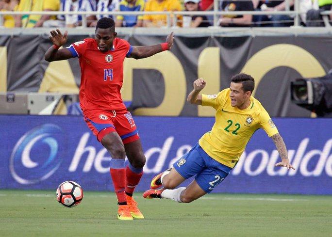 James Marcelin ghi bàn danh dự vào lưới Brazil