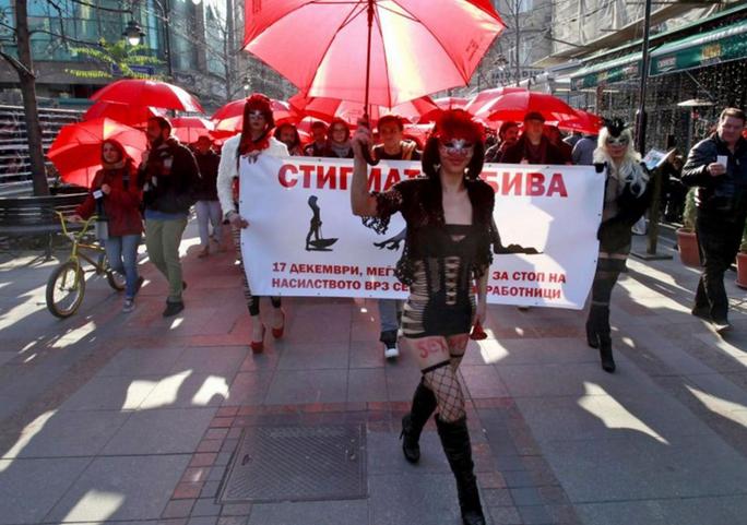 Hưởng ứng Ngày Quốc tế Loại bỏ Bạo lực đối với Phụ nữ. Ảnh: AP