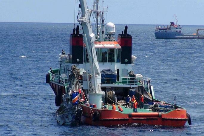Tàu 926 tham gia tìm kiếm, trục vớt máy bay CASA-212 - Ảnh: Bộ Quốc phòng