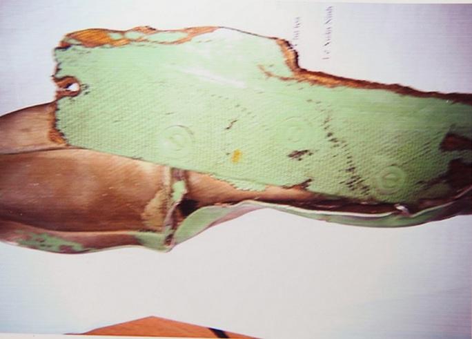 Những mảnh vỡ của máy bay Su-30 MK2 được trục vớt lên