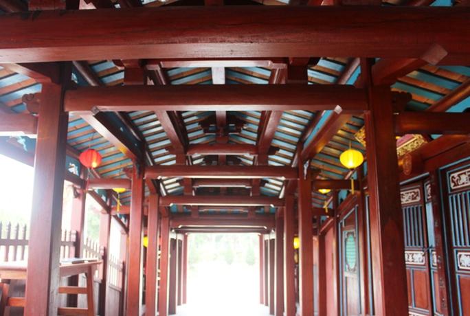 Công trình được làm chủ yếu bằng gỗ do những nghệ nhân ở TP Hội An thực hiện để tặng nhân dân TP Thanh Hóa