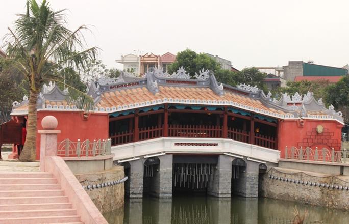 Phiên bản Chùa Cầu được TP Hội An (Quảng Nam) xây tặng cho nhân dân Thanh Hóa nhân kỷ niệm 55 năm ngày kết nghĩa