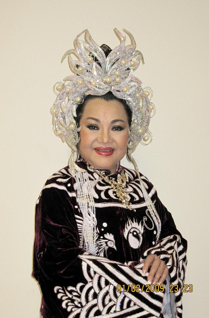 NSND Ngọc Giàu trong vai Thái hậu Dương Vân Nga