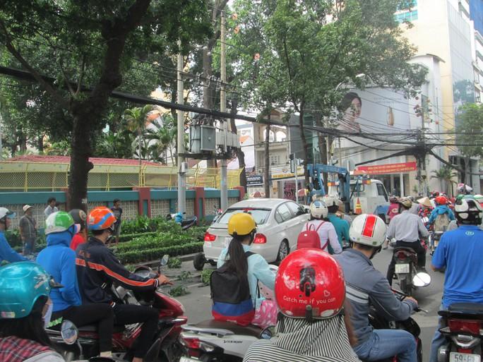 Vụ tai nạn gây ùn tắc giao thông kéo dài.