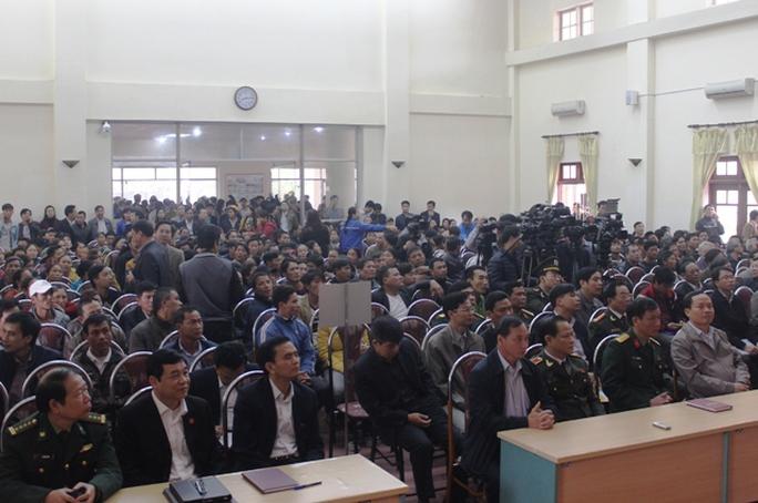 Người dân Sầm Sơn đến chật hội trường để phản ánh những tâm tư nguyện vọng của mình tới Bí thư Tỉnh ủy Thanh Hóa