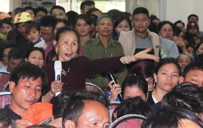 Ngư dân Sầm Sơn nêu ý kiến, nguyện vọng của mình tại cuộc đối thoại trực tiếp với Bí thư Tỉnh ủy Thanh Hóa Trịnh Văn Chiến và ngày 7-3