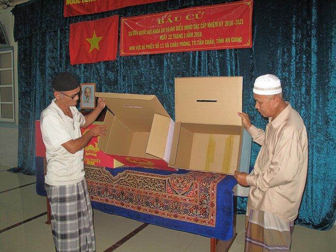 Thùng phiếu sẵn sàng phục vụ cử tri tham gia bỏ phiếu.