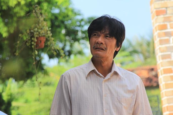 """NSƯT Công Ninh trong vai người cha phim """"Con anh, con em, con người ta"""""""