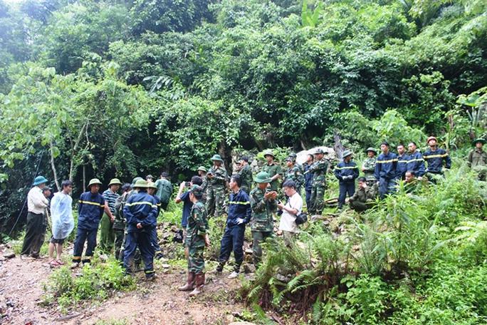Lực lượng cứu hộ đang nỗ lực để đưa nốt nạn nhân còn lại lên trong chiều nay