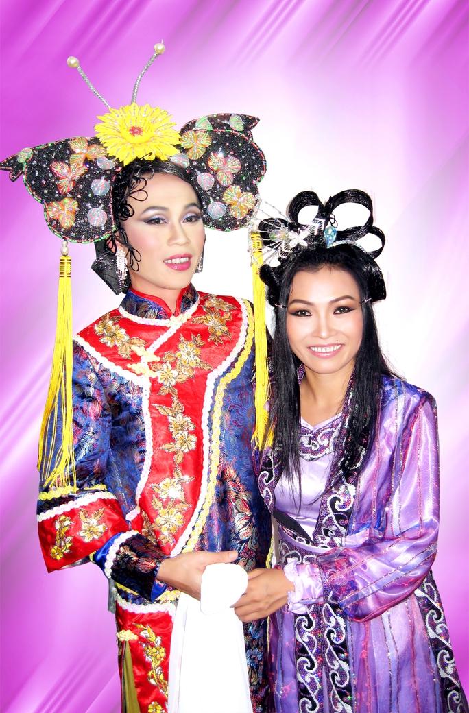 NS Hoài Linh và ca sĩ Phương Thanh trong vở Trâm Hoa Mai