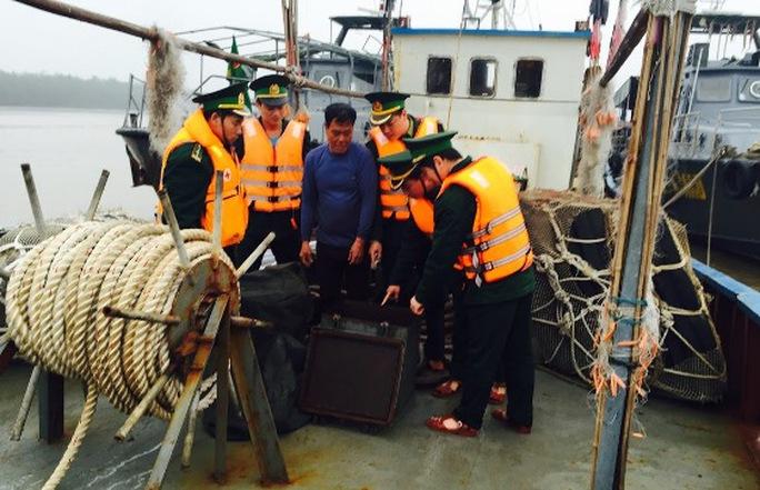 Bộ đội biên phòng Hải Phòng kiểm tra tàu vi phạm