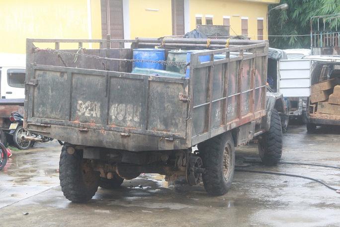 Chiếc xe tải thiếu bánh sau này tông chết thiếu úy công an Ảnh: Bảo Bảo