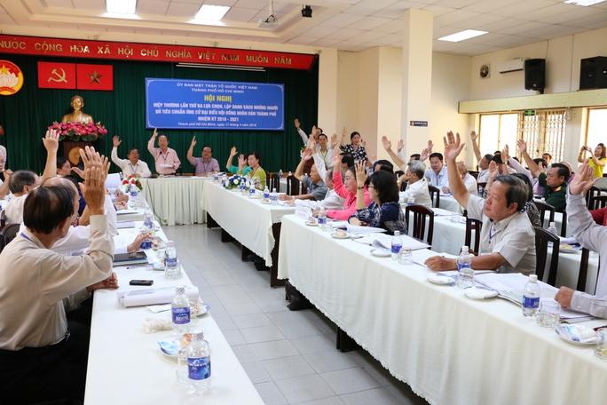 Các đại biểu biểu quyết thống nhất danh sách ứng cử ĐB HĐND TP HCM là 175 người