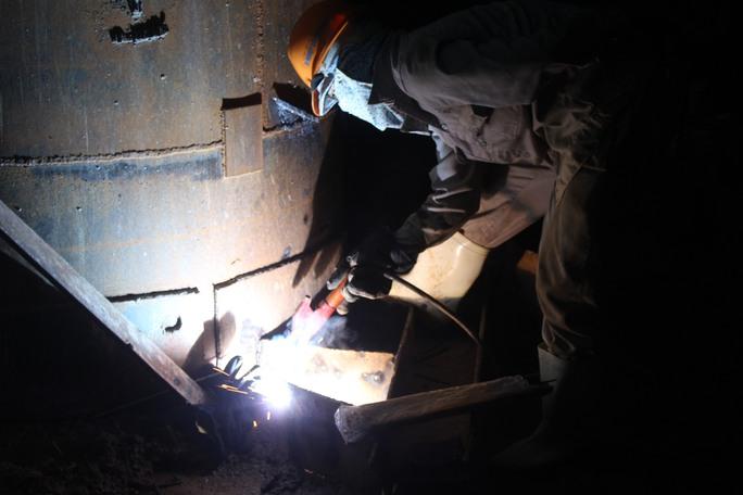 Khuya 23-6, nhiều bộ phận tại công trường cầu Ghềnh vẫn cấp tập làm việc