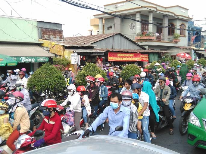 Tại khu vực phà Cát Lái, lượng phương tiện khá đông sau ngày nghỉ lễ