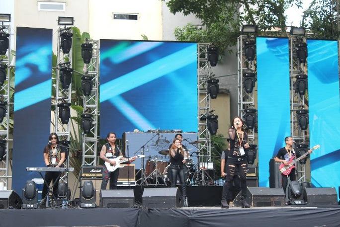 Sân khấu ca nhạc của lễ hội