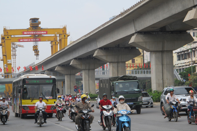 Hội đồng nghiệm thu Nhà nước các công trình xây dựng đã chỉ ra hàng loạt các tồn tại về chậm tiến độ tổng thể cũng như công tác đảm bảo an toàn lao động của đường sắt Cát Linh-Hà Đông - Ảnh: Văn Duẩn