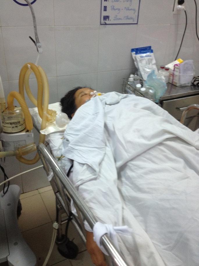Bà Là đang điều trị tại bệnh viện trong tình trạng nguy kịch Ảnh: Vũ Vân