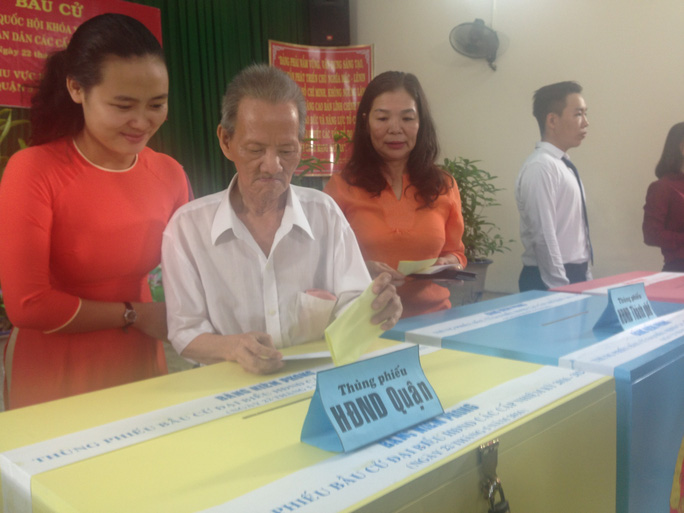 Cử tri quận 3, TP HCM bỏ phiếu bầu đại biểu HĐND TP các cấp