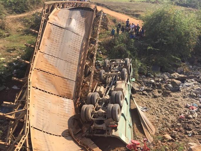 Hiện trường vụ sập cầu khiến 3 người bị thương