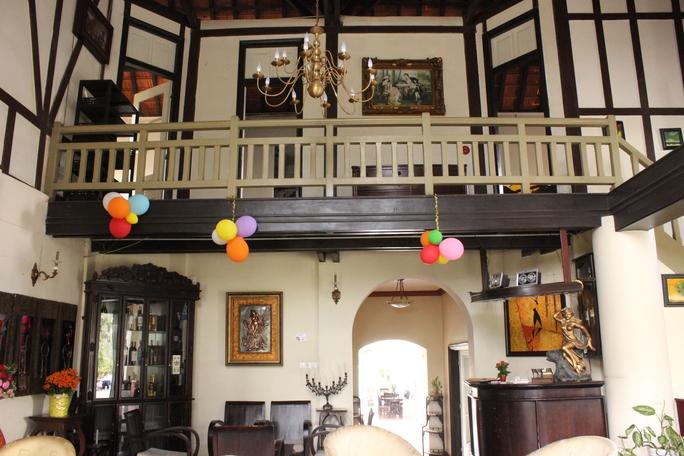 Một số nội thất bên trong các biệt thự cổ