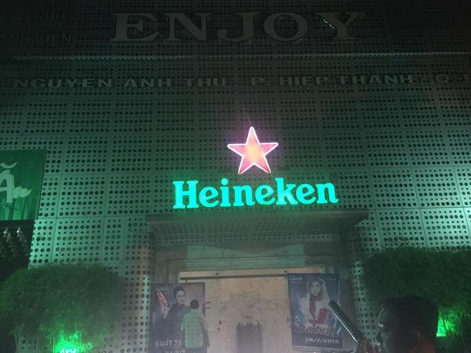 Đột kích 2 tụ điểm ăn chơi thâu đêm ở Sài thành