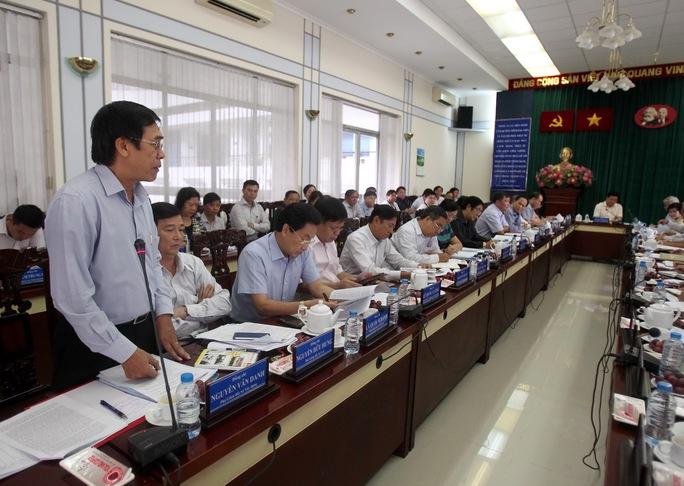 Phó Giám đốc Sở Xây dựng TP Nguyễn Văn Danh báo cáo tình hình kiểm định chung cư cũ toàn TP